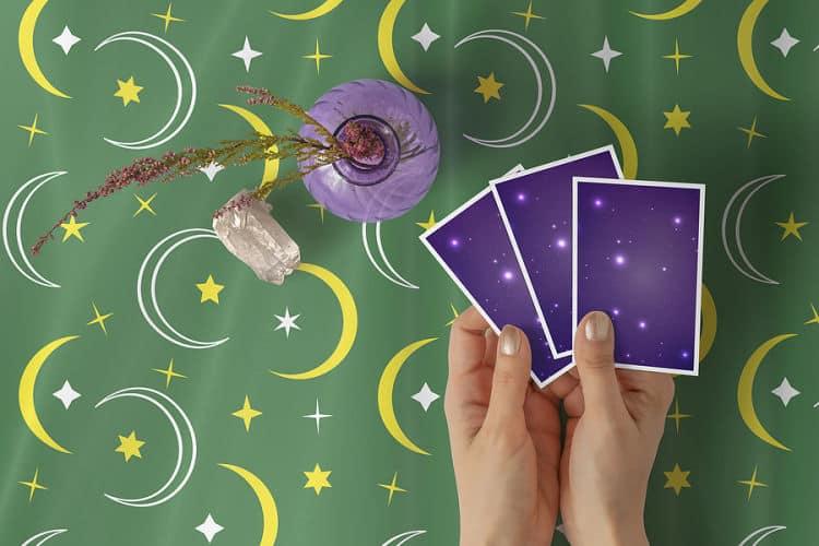 La lista de resultados: 5 formas gratuitas de aprender el tarot si tienes un presupuesto limitado